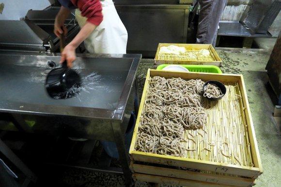 うどんと蕎麦を同時に!?製麺所の「アベック」が斬新でウマい