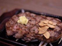 肉食女子も大満足!350gのビーフインパクトステーキに喰らいつく!
