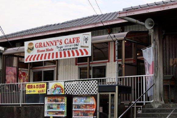 三ヶ日牛100%!ご当地ハンバーガーが食べられる駅舎を改装したお店