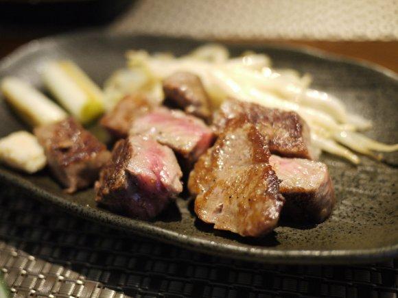 北海道の旬の厳選素材が満載!カジュアルに楽しめる鉄板焼きと和食のお店