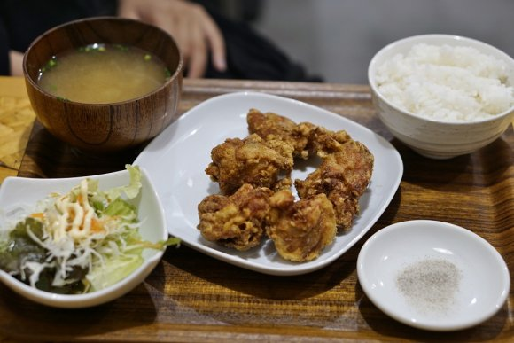 定番から揚げに焼肉定食!ご飯が進みすぎる繁華街の旨い定食屋
