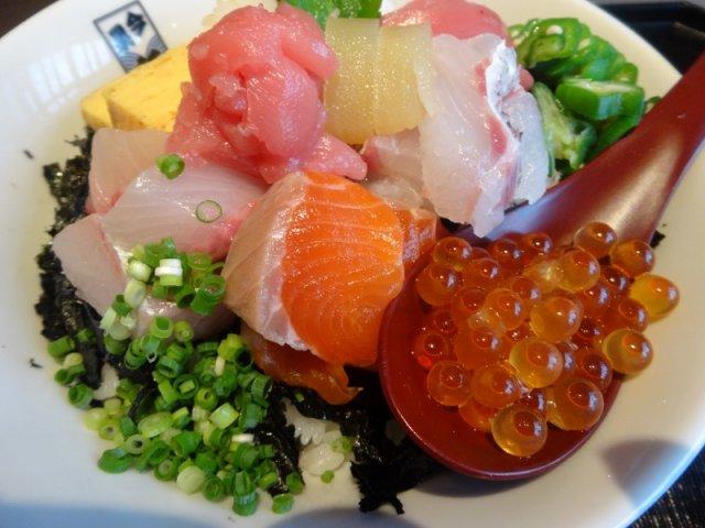多様なシーンで使える!博多の旨いお魚が味わえる定食屋の新店