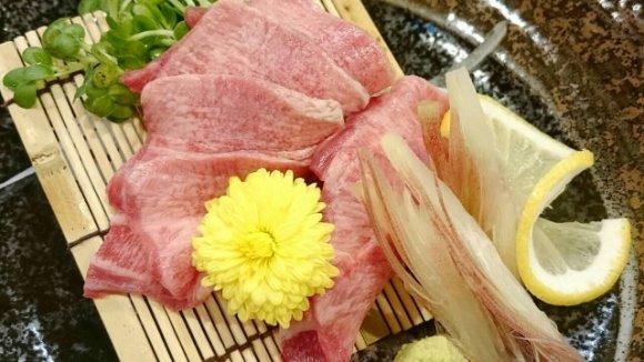専門店顔負けのジューシーな「麻婆豆腐」が旨い!牛ホルモン串が絶品の店