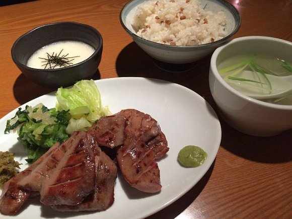 ランチは500円お得!肉厚ジューシーな専門店の牛たん@新宿