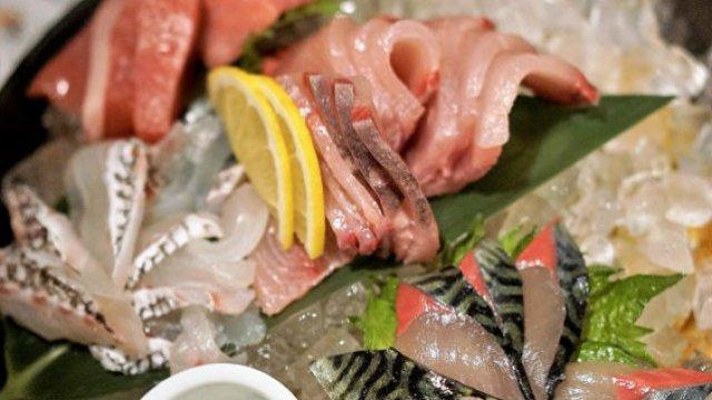 週末は確実に予約が必要!新鮮な刺身が安くて美味しい漁協の隣にあるお店