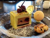 芸術的なケーキとパフェのセットに大満足!何度も通いたくなるカフェ