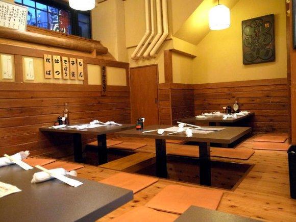 酒場好きなら一度は行きたい!東京三大煮込みで有名な『山利喜 本館』