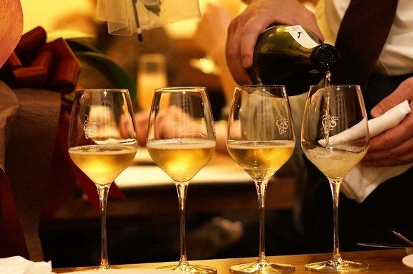 1杯180円から!高級ワインも原価で飲めるお得なカジュアルフレンチ