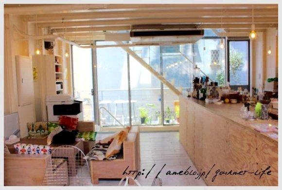 カワイイがいっぱい!天気が良い日はテラス席がオススメの原宿のカフェ
