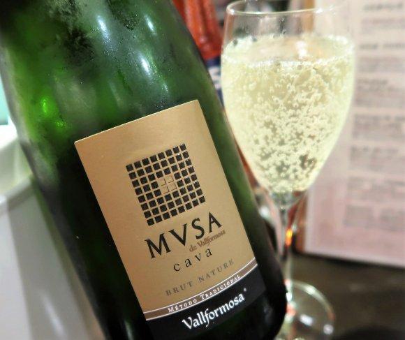 【お得にワイン】本場仕込みのカラフル手打ちパスタが選べるイタリア食堂