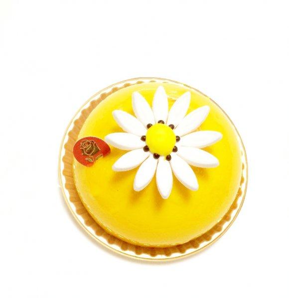 目を見張る美しさ。花のように贈りたい薔薇のケーキを白金で