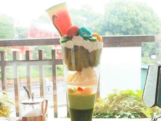 行列必至の人気店!京都・八坂神社が見渡せるお店の「美しすぎるパフェ」
