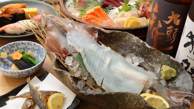 活イカに贅沢刺盛り、握りも!銀座で飲み放題付5000円のお得な寿司屋