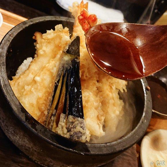 アツアツのお焦げで天茶も楽しめる!大満足の激ウマ石焼き天丼