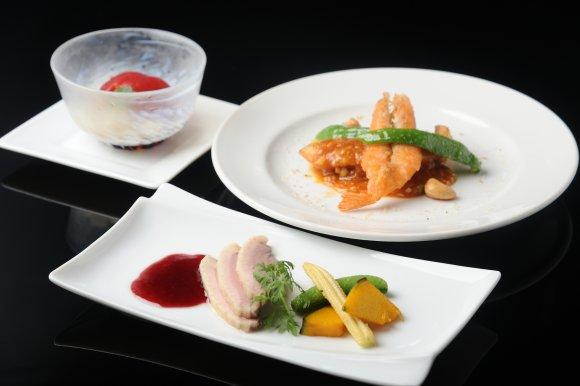 京都の夏の風物詩「納涼床」を体験!ハモと京野菜を堪能できる贅沢コース