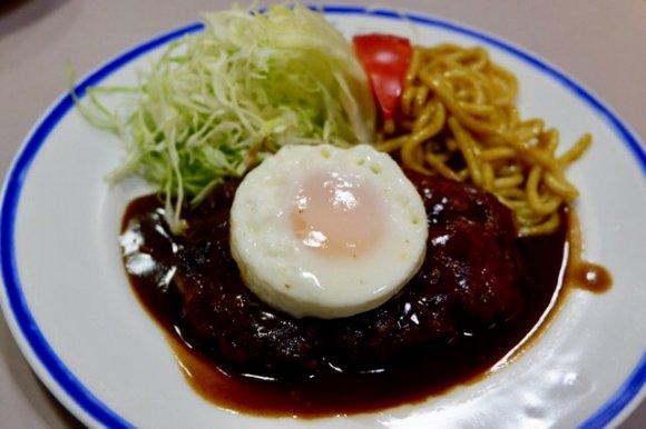 昭和・平成の名残が色濃く残る!大阪・アメ村で人気の『ニューライト』