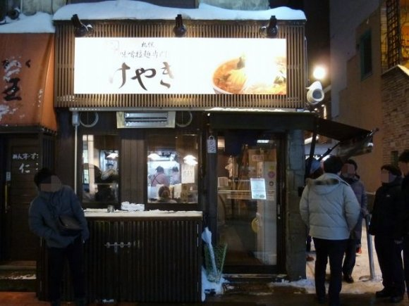 深夜でも行列の人気!すすきのの味噌ラーメン専門店『にとりのけやき』