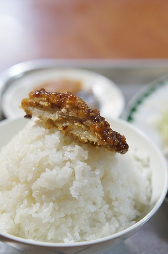 チキンカツ定食はボリューム満点!学生の強い味方な定食屋