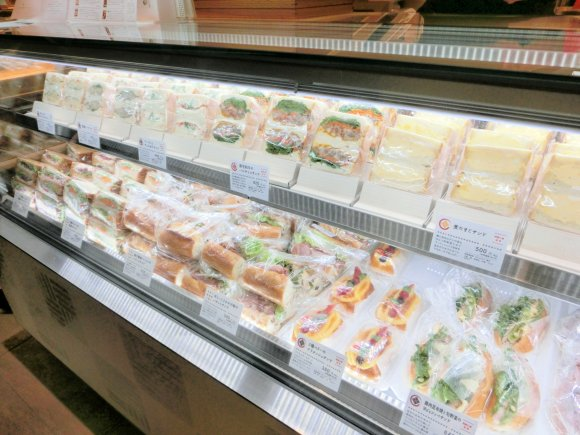 ぎっしりの具材は和テイスト!新宿で今注目のサンドイッチ新店