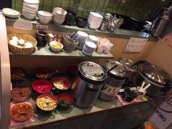 カレー・生玉子など食べ放題が充実!おかずが2倍量にできるデカ盛りの店