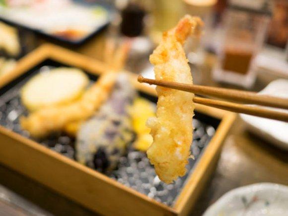 お酒が安くてノンベエに優しい!名物の「天ぷら」と「穴子」も旨い酒場