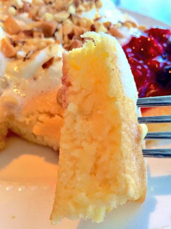 7色楽しめる虹の様な、しあわせパンケーキを体験!