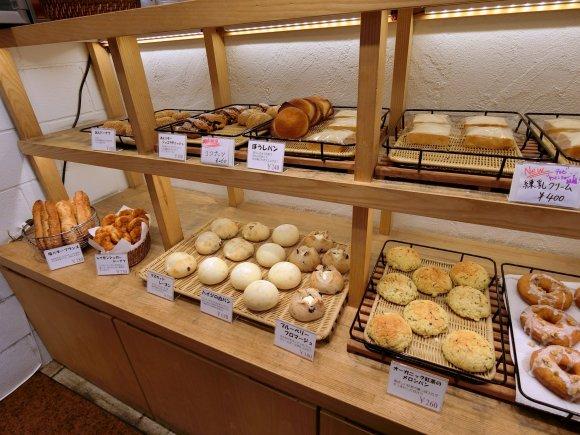 大きなコッペパンがたくさんある!オフィス街にある穴場パン屋さん