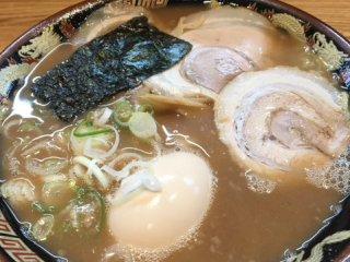 豚骨と水だけでとるスープが自慢!「宮崎とんこつラーメン」が旨い店