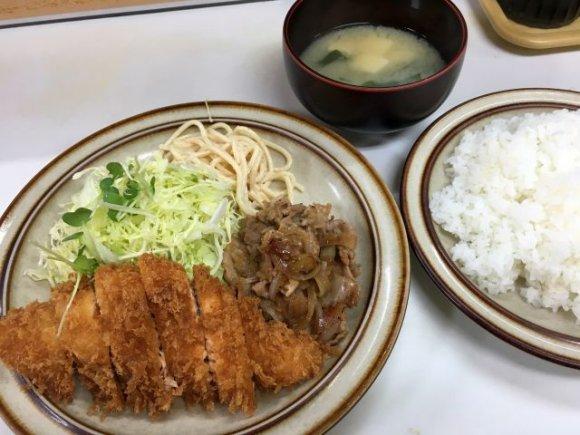 名物のカツカレーは安定のおいしさ!昭和の雰囲気を色濃く残す洋食の老舗