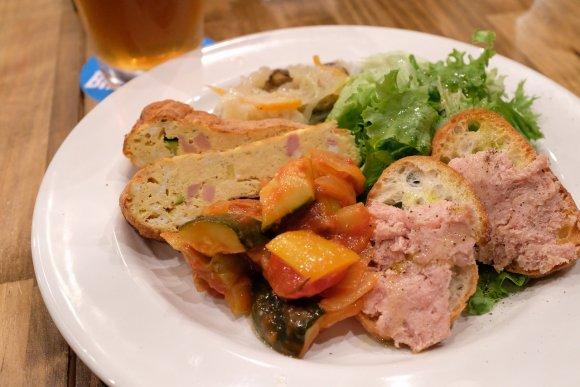 ボリュームも満足!ジューシーな肉イタリアンとビールが味わえる注目の店