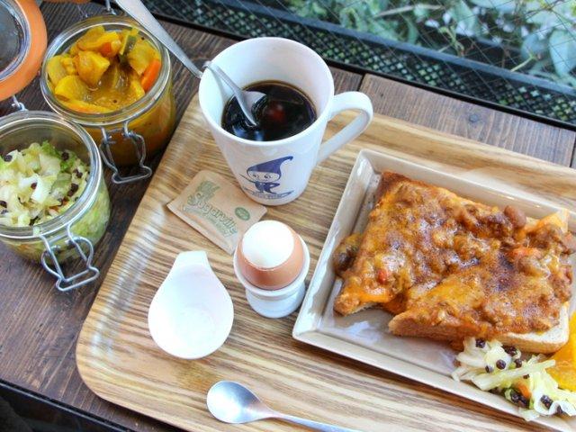 豆の力で元気な朝を!チリビーンズたっぷりの人気トースト