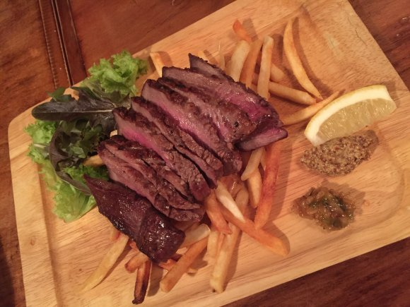 肉の甘みを堪能!福岡最古のブランド牛を思う存分味わう肉バル