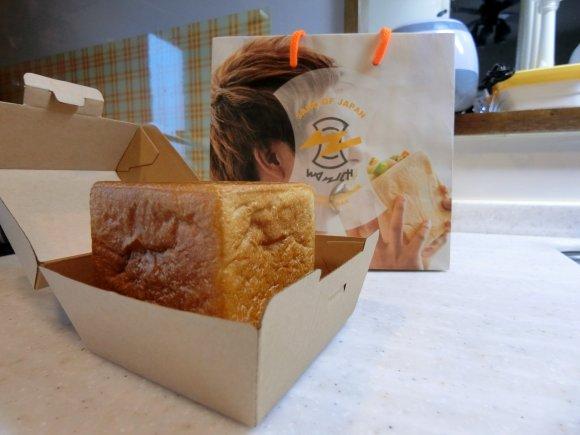 キューブ型のパンの中まで具材がたっぷり!新感覚の進化系サンドウィッチ