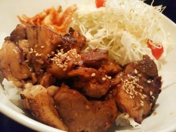 山盛りお肉でスタミナ補給!ド迫力のお肉たっぷり丼7記事