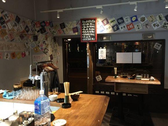 日本酒ビギナーの女性でも入りやすい空間!飲み比べもできる日本酒専門店