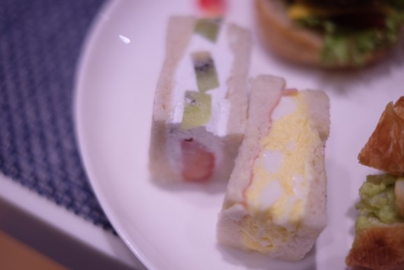 歌舞伎町ど真ん中!ゴジラを眺めながら楽しむホテルのアフタヌーンティー