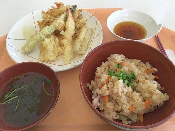高層階の大人の学食!都庁の職員食堂でお得ランチを堪能@新宿