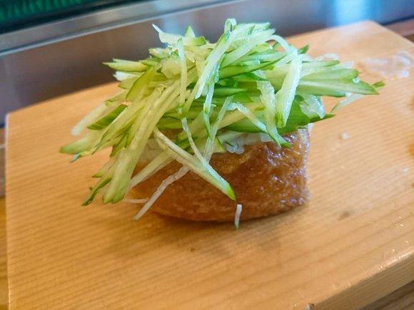 1貫ずつカウンターで食べる寿司は絶品!老舗寿司の流れを汲む住宅街の店