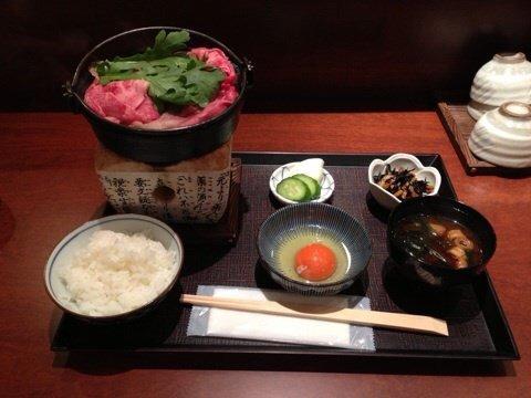 A4ランク国産黒毛和牛すき焼きランチを千円ぽっきりで@大阪