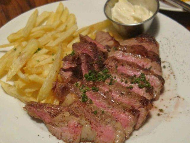 裏路地なのにいつも満席!肉料理が自慢の神田駅近ビストロ!