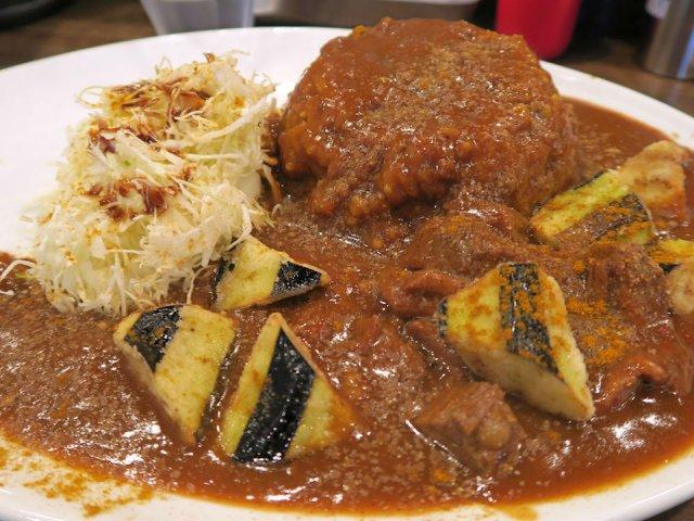 人気の秘密は大満足のたっぷり肉!暖簾に偽りなしの「肉スタミナカレー」