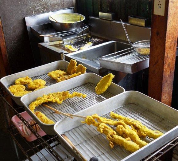 名物「幸せの黄色い天ぷら」が旨い!明治中期創業のレトロなうどん屋さん