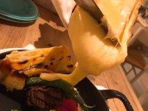 とろ~りラクレットとお肉は相性抜群!デザートまでチーズを堪能できる店