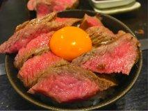 肉玉丼は必食!四角いお好み焼きも豪快塊肉もリーズナブルに楽しめる店