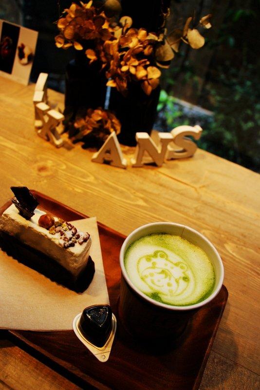 朝から極上ケーキが楽しめる!可愛いラテアートも必見のカフェ