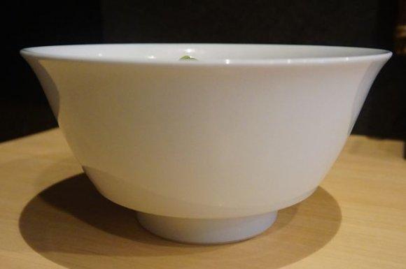 全国からファンが押し寄せる!「水と鶏」だけでとるスープが旨いラーメン