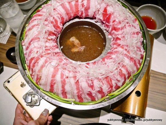 新たなジャンルの肉料理!?しゃぶしゃぶでもすき焼きでもない「炊き肉」