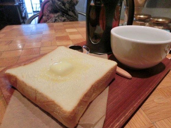 家庭で食べる懐かしい味!癖になるボリューミーなタマゴサンド