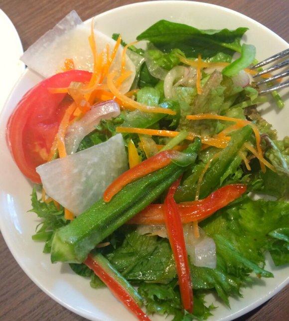 【新宿】ランチはパン食べ放題!お肉とセットで1000円の超満腹ランチ