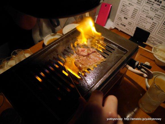 焼きはお店の方にお任せで安心!ホルモンと名物「松田焼き」が旨い焼肉店